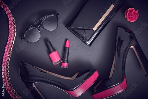 Moda projekt kobieta akcesoria zestaw. Makeup makijaż