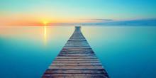 Holz Steg Brücke Mit See Und Sonnenaufgang