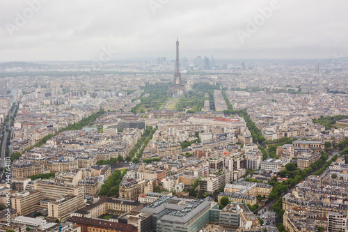 Papiers peints Paris View of the streets of Paris from the heights. Travel through Europe. Attractions in France. Cloudy Paris. Clouds in the sky. Eiffel Tower