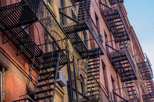 Canvas-taulu Fire escape patterns from New York city buildings