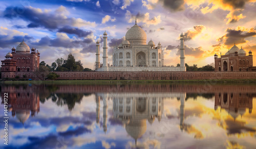 Foto op Plexiglas Artistiek mon. Taj Mahal sunset view from Mehtab Bagh on the banks of Yamuna river. Taj Mahal is a white marble mausoleum designated as a UNESCO World heritage site at Agra, India.
