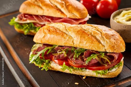 Staande foto Snack Close up on sliced roast beef sandwich
