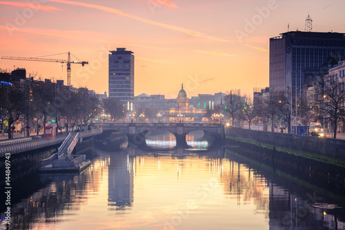 Photo  calm at Dublin riverbank, Ireland