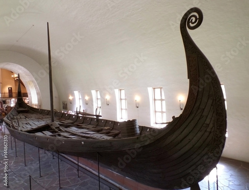 Photo The Oseberg Ship, Well Preserved Historic ship Exhibited in The Viking Ship Muse