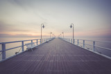 Piękny wschód słońca na plaży. Gdynia Orłowo. Polska - 144872771