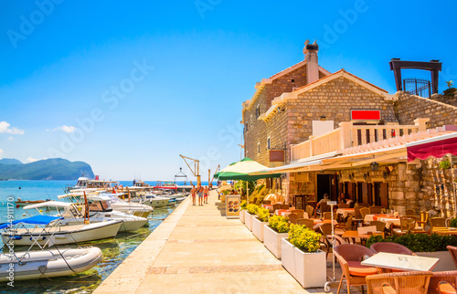 Foto auf AluDibond Südeuropa Beautiful mediterranean landscape - town Petrovac, Montenegro.