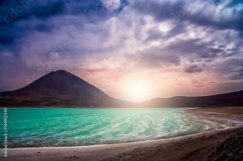 Fotografía  Lagoon and volcano