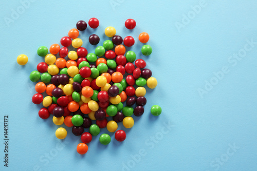 Poster Confiserie Colorful candies on color background