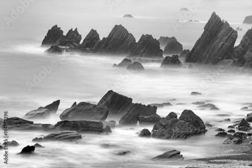 abstrakcyjne-morskie-skaly
