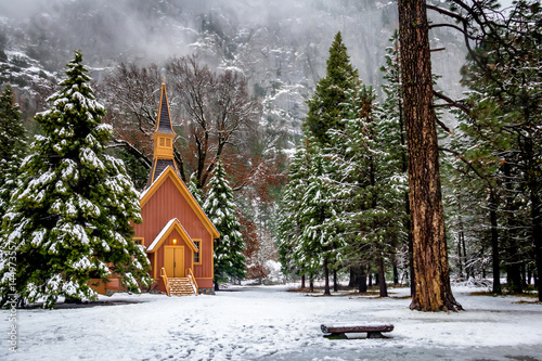 Photo  Yosemite Valley Chapel at winter - Yosemite National Park, California, USA