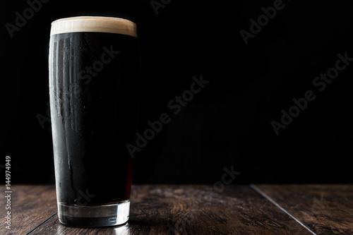 Carta da parati Dark beer on wooden surface. copy space.