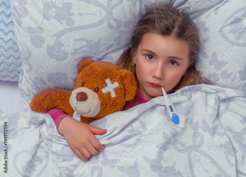 Fotografia  child ill in bed