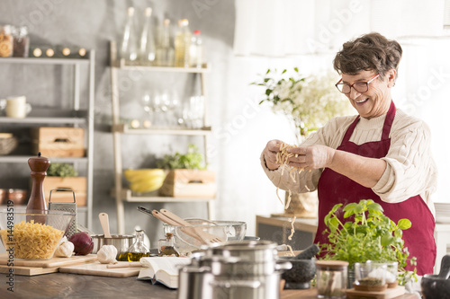 Poster Cuisine Senior woman cooking