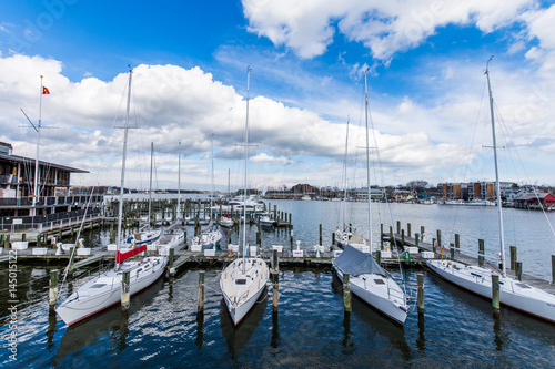Photo  Harbor Area of Annapolis, Maryland on a cloudy spring day with sail boats