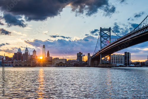 Photo Stands New York sunset skyline of philadelphia pennsylvania from camden new jersey with benjamin franklin bridge
