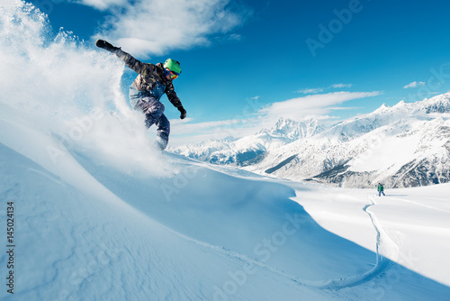 Poster Glisse hiver snowboarder is riding from mountain