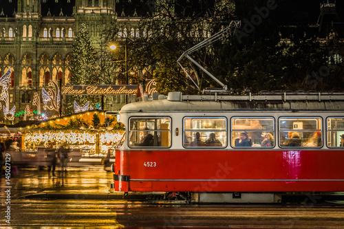 Bim am Christkindlmarkt in Wien