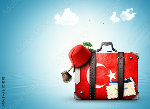Photo sur Aluminium Turquie Turkey, vintage suitcase with Turkish flag