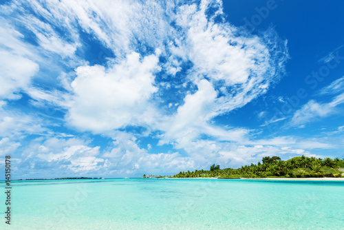 Foto-Leinwand - Tropical island and turquoise clear water.Copy space