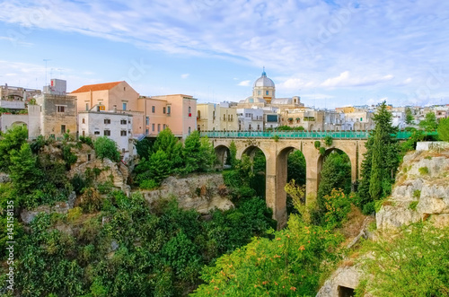 Fotografie, Obraz  Massafra in Apulien,  Gravina Principale Canyon in der Stadt - Gravina Principal