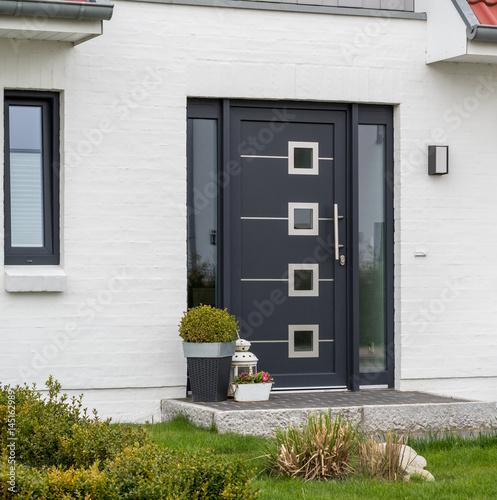 Fotografie, Tablou  Moderne graue Haustür und Glas