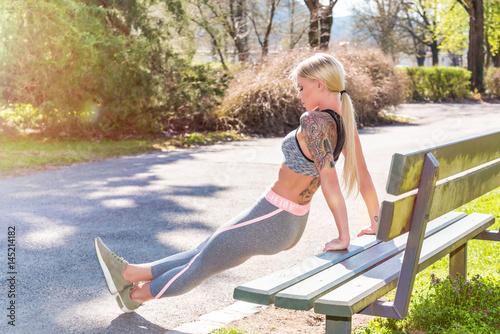 Deurstickers Jogging Junge Frau beim Jogging - Laufen - Sport