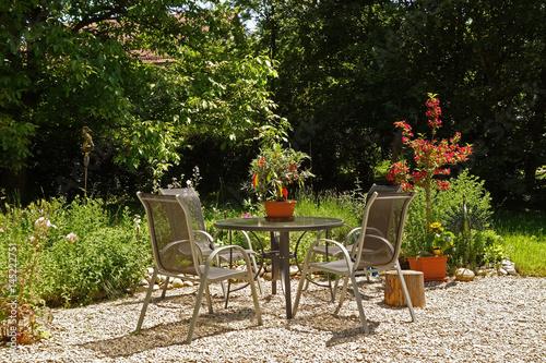 Staande foto Marokko Sitzgruppe in einem blühenden Garten