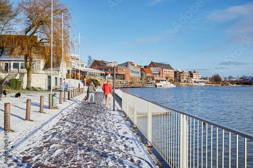 Plakat Wschodniofryzyjskie krajobrazy, portowa promenada portu wypoczynkowego w mieście Leer Ostfriesland
