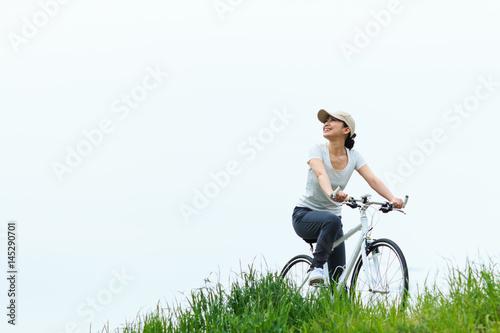 自転車に乗っている女性,サイクリング