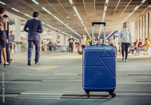 Foto op Aluminium Luchthaven Suitcases in airport departure terminal with traveler people walking in background,Holiday vacation concept, Business trip,selective focus on suitcases