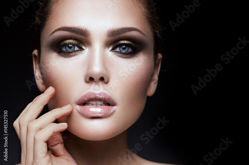 Keuken foto achterwand Beauty Close-up portrait of beautiful woman with bright make-up and hairstyle.