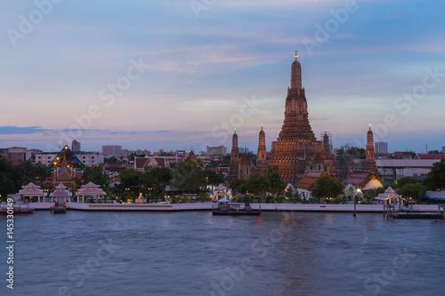 Foto op Canvas Bangkok Wat arun ratchawararam ratchawaramahawihan called Arun temple at Chao phraya river river front, Bagnkok Thailand Landmark