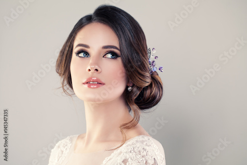 Foto Perfect Fashion Model Woman with Beautiful Hairstyle