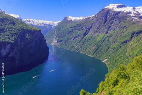 Fotografia Geirangerfjord mit Sieben Schwestern Wasserfällen von der Adlerkehre aus