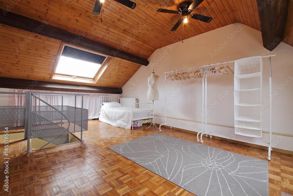 Zimmer Unter Dem Dach Angeordnet Foto Poster Wandbilder Bei