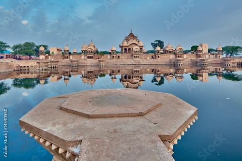 Fotografia  Kusum sarovar ancient abandoned temple in India UP