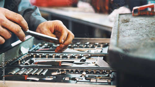 Plakat Zestaw narzędzi do naprawy w serwisie samochodowym, z bliska