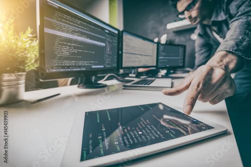 Fotografía  Website design. Developing programming and coding technologies.