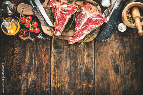Fotomural Raw dry aged t-bone steaks for grill