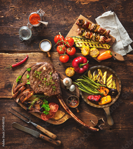 Aluminium Prints Grill / Barbecue Grilled meat and vegetables