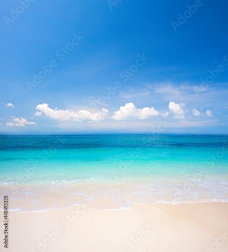 Foto auf Gartenposter Strand beach and tropical sea