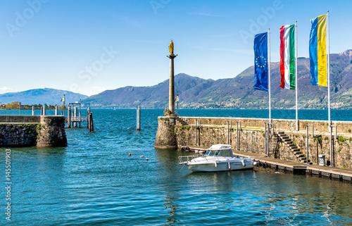 Valokuva  Harbor wall of Luino on the Lake Maggiore, Italy