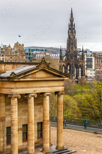 Foto op Plexiglas Artistiek mon. Scott monument in Edinburgh in spring
