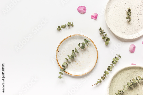 Spring trendy disign with flowers on white table background top view mock up © 279photo