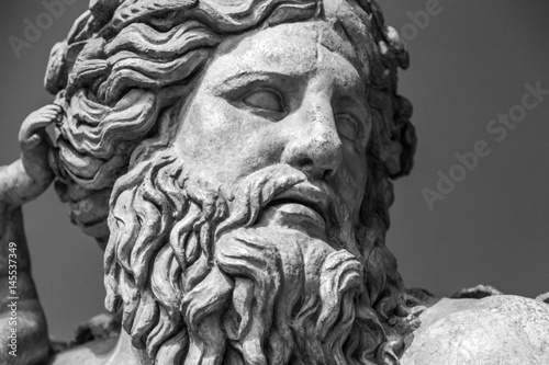 Photo  The ancient marble portrait of man with beard