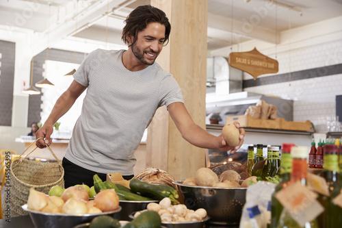 Plakat Man Shopping For Organic Produce In Delicatessen