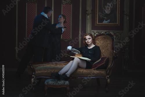 Photo Woman writer writing a novel