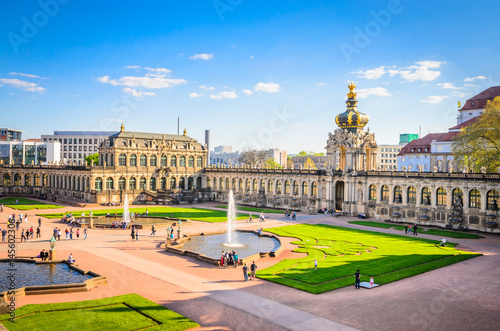 Foto  Famous Zwinger palace (Der Dresdner Zwinger) Art Gallery of Dresden, Saxony, Ger