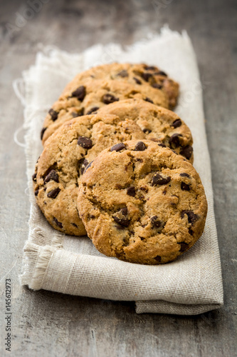 Tuinposter Koekjes Chocolate chip cookies on wooden table background