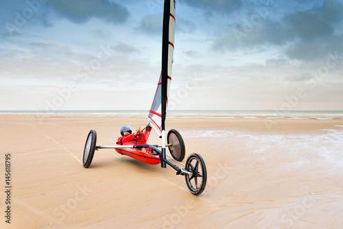 char à voile sur la plage